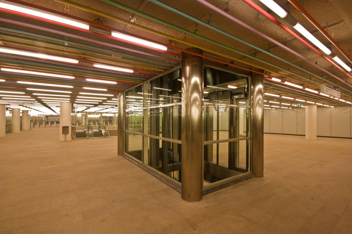 Metro station Rotterdam Centraal (4)